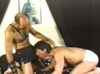 Videos gays senior : cuir et clous pour ce duo de vieux gays pervers !