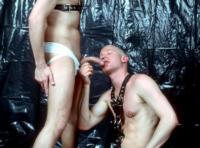 Seniors et gay videos Baise en cuir pour 2 vieux gays vicieux tatoués !